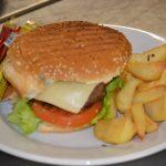 Molte specialità al ristorante la Faggeta-hamburger